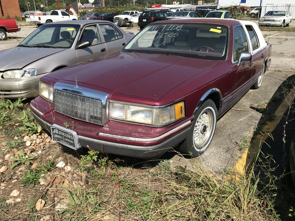 Click to View! Lot 32 - 1993 Lincoln Town Car