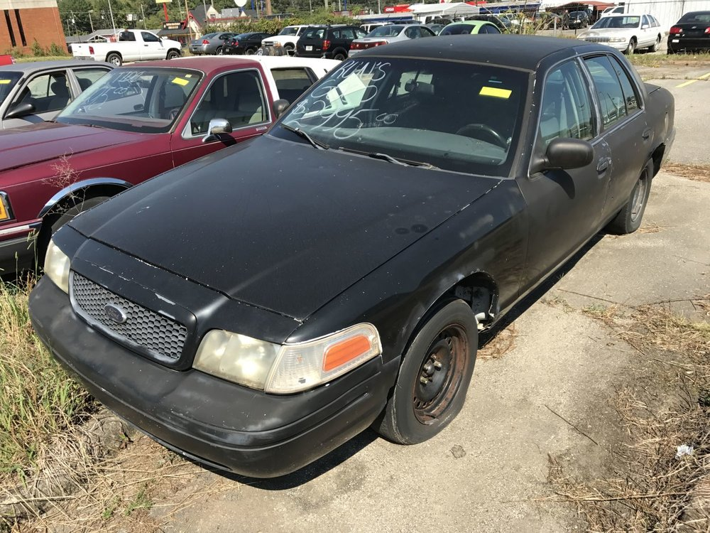 Click to View! Lot 33 - 2001 Ford Crown Vic