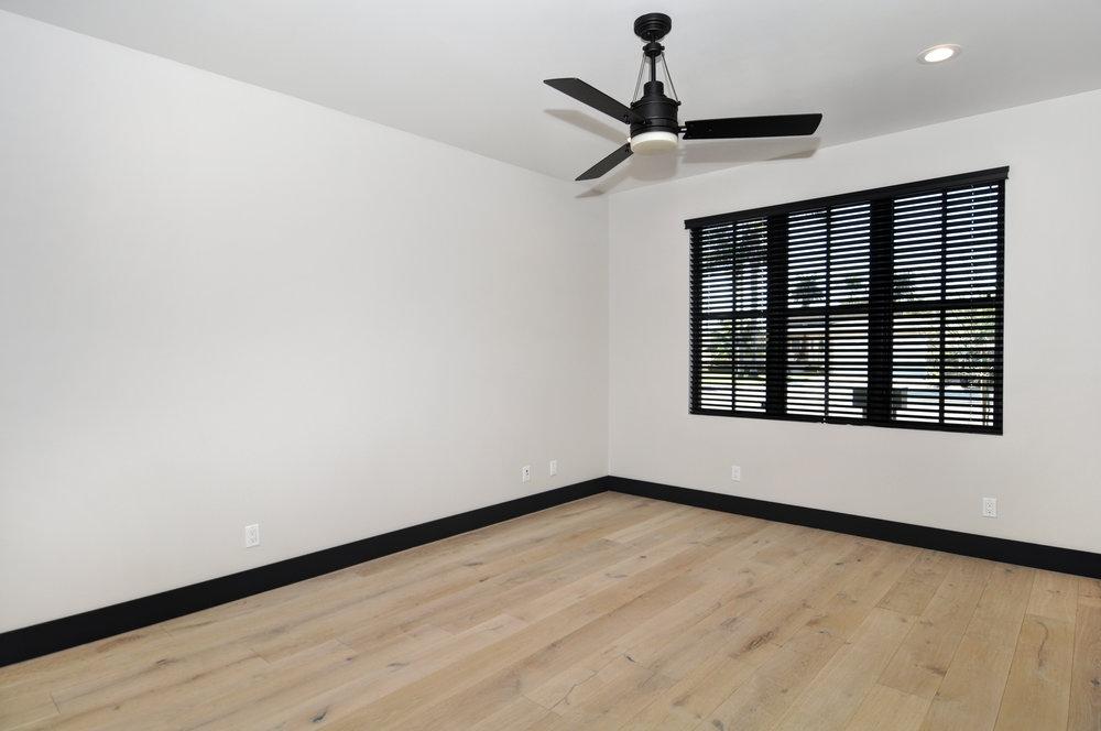 15 front bedroom.jpg