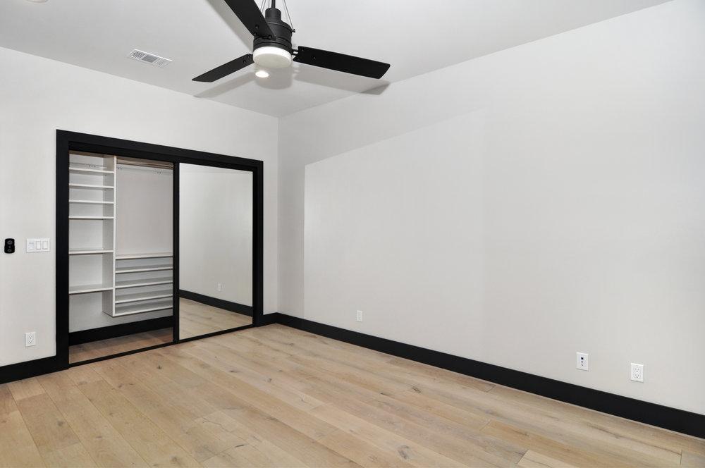 16 front bedroom.jpg
