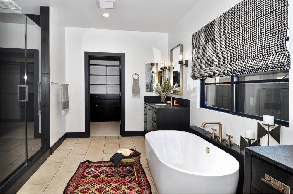 25 master bath.jpeg