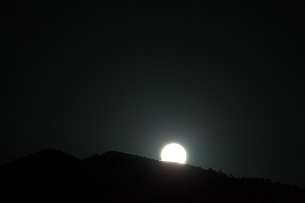 LoganUtahPhotography-HeidiRandallStudios-LunarEclipse-1.jpg