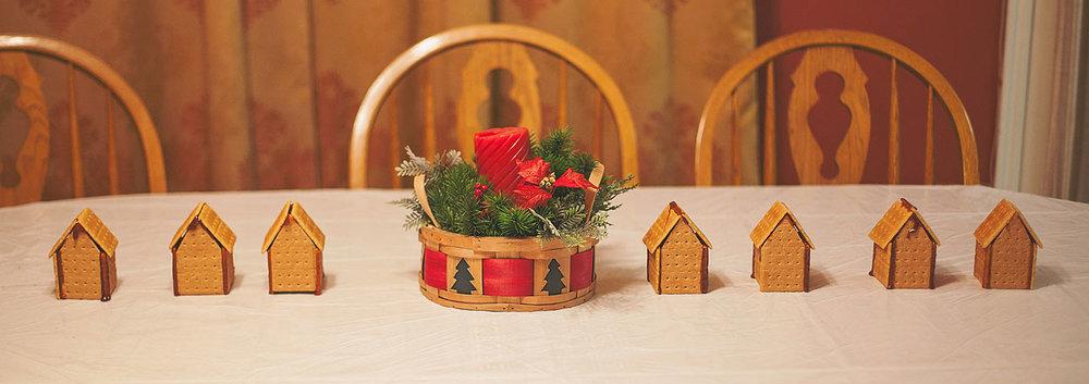 HomemadeGingerbreadHouse-Christmas2014-HeidiRandallStudios-4.jpg