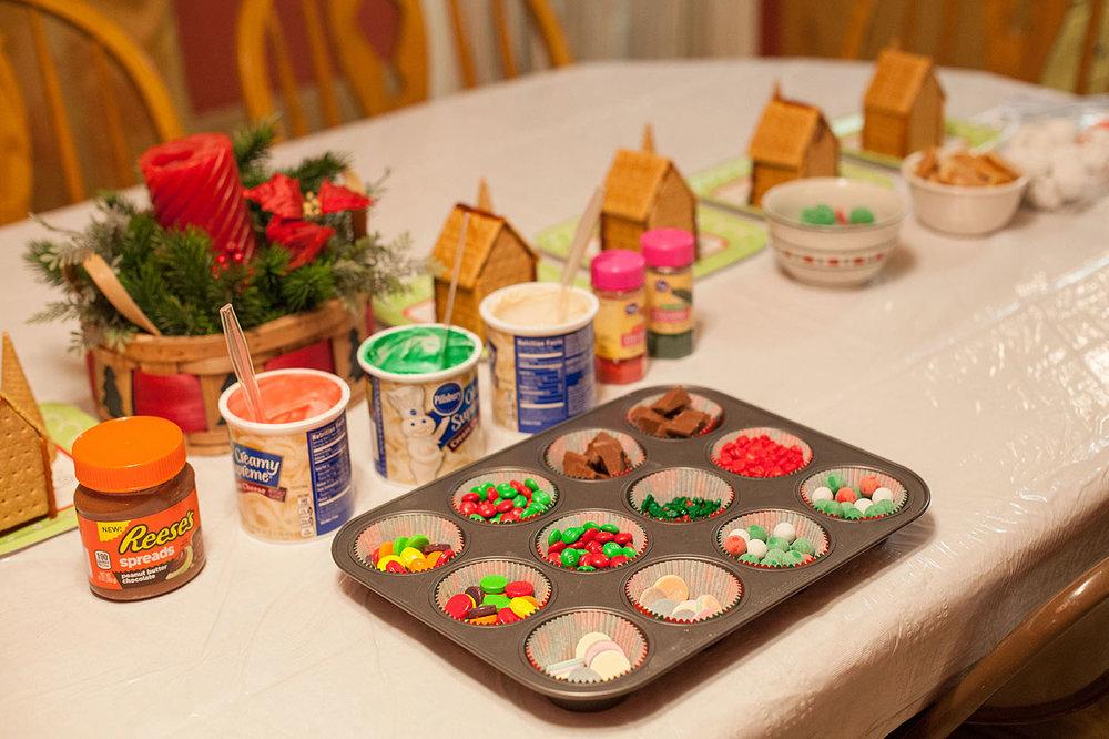 HomemadeGingerbreadHouse-Christmas2014-HeidiRandallStudios-7.jpg
