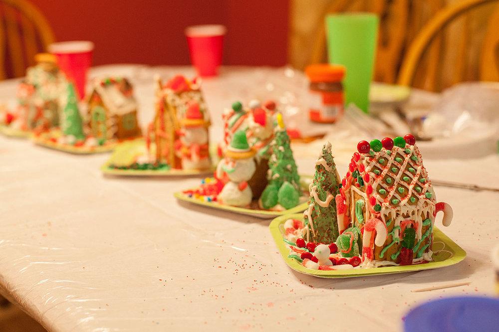 HomemadeGingerbreadHouse-Christmas2014-HeidiRandallStudios-9.jpg