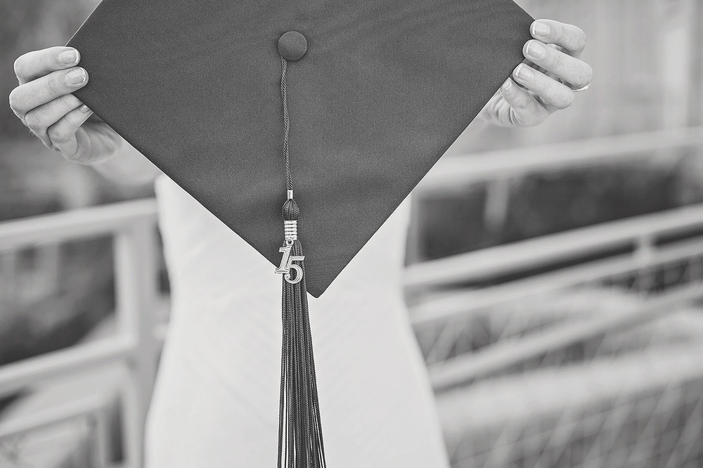 CollegeGraduationPortraits-HeidiRandallStudios-Courtney-12.jpg