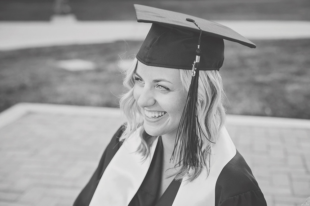 CollegeGraduationPortraits-HeidiRandallStudios-Courtney-21.jpg