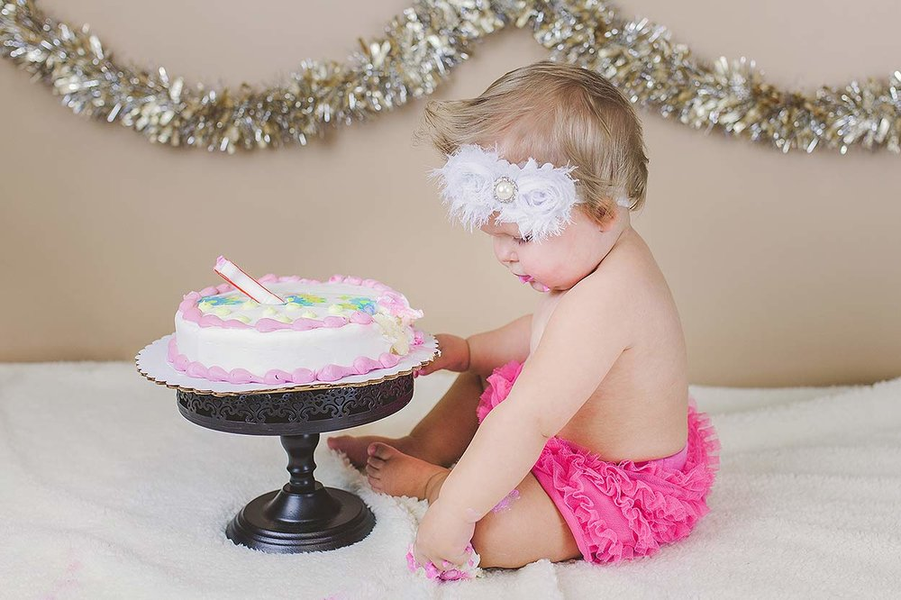 BLOG-LoganUtahFamilyPhotography-HeidiRandallStudios-CakeSmash-Jaina-0.jpg
