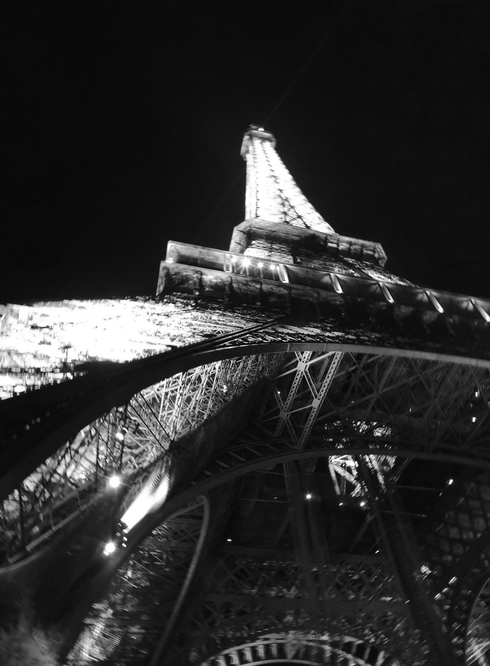 black_and_white_eiffel_tower_photography.jpg