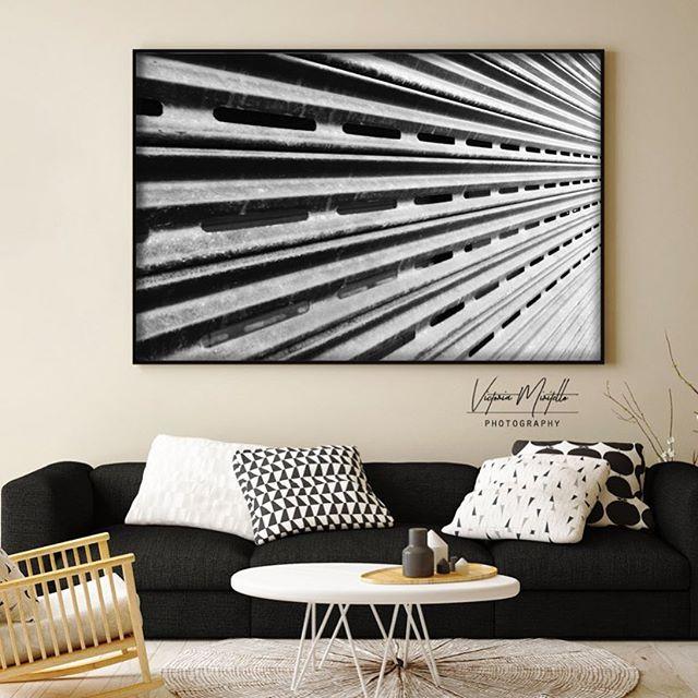 Patterns on patterns, love the mix of prints and textures 🕸 #victoriamiritellophotography #blackandwhitephotography #interiordesign #interiordecor