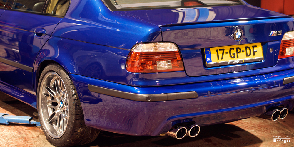Washed M5 at 4AM after some serious wrenching, at Phil Crouch's garage. That was a very long and fun night!