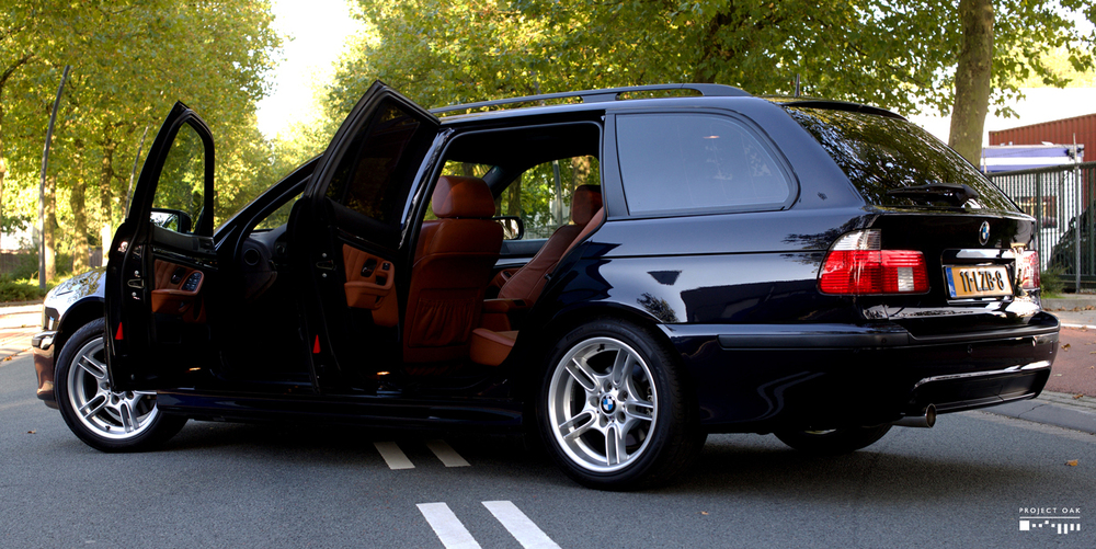 The great combination of Carbon Black and Cinnamon Nappa Leather on this E39 Touring Highline Sport