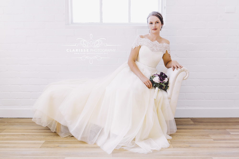 relaxed-bride-onvintage-couch-in-bridal-prep-room.jpeg