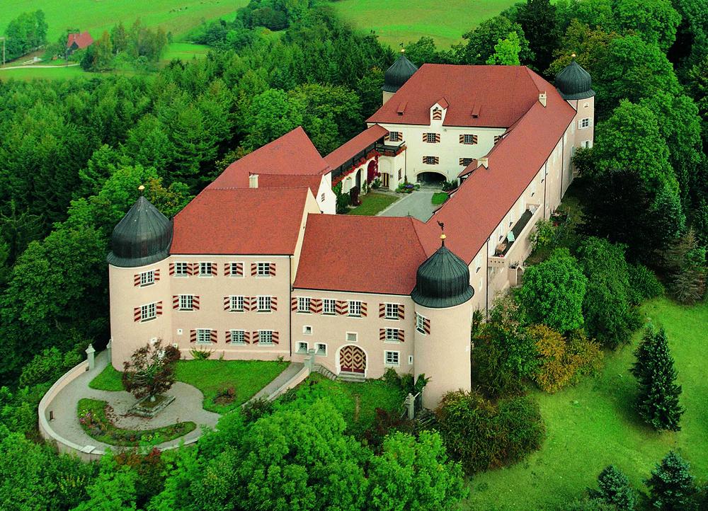 Luftaufnahme_Schloss.jpg