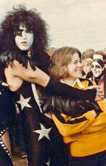 Cadillac cheerleader Mary Stubbs with Paul Stanley 1975ere's MaryH
