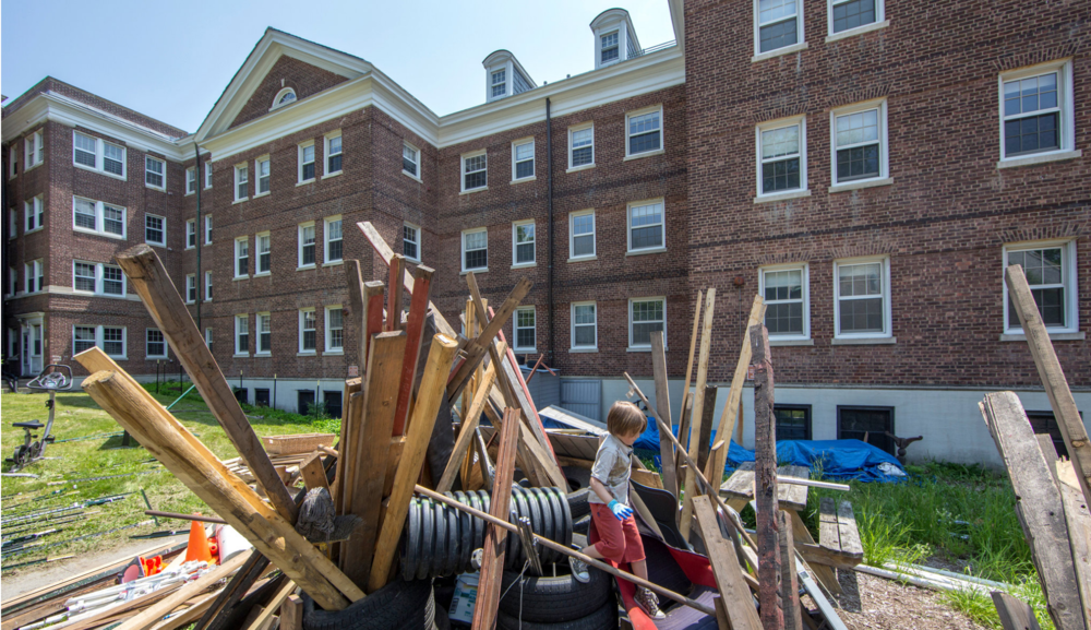 On Governors Island, Mountains of Junk Where Children Find Adventure, NYT