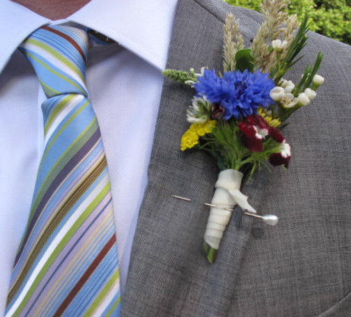 Fabulous colors in the tie and the boutonniere.