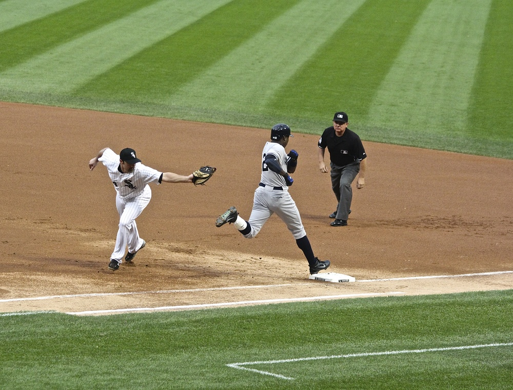 Paul Konerko misses the tag on Alfonso Soriano