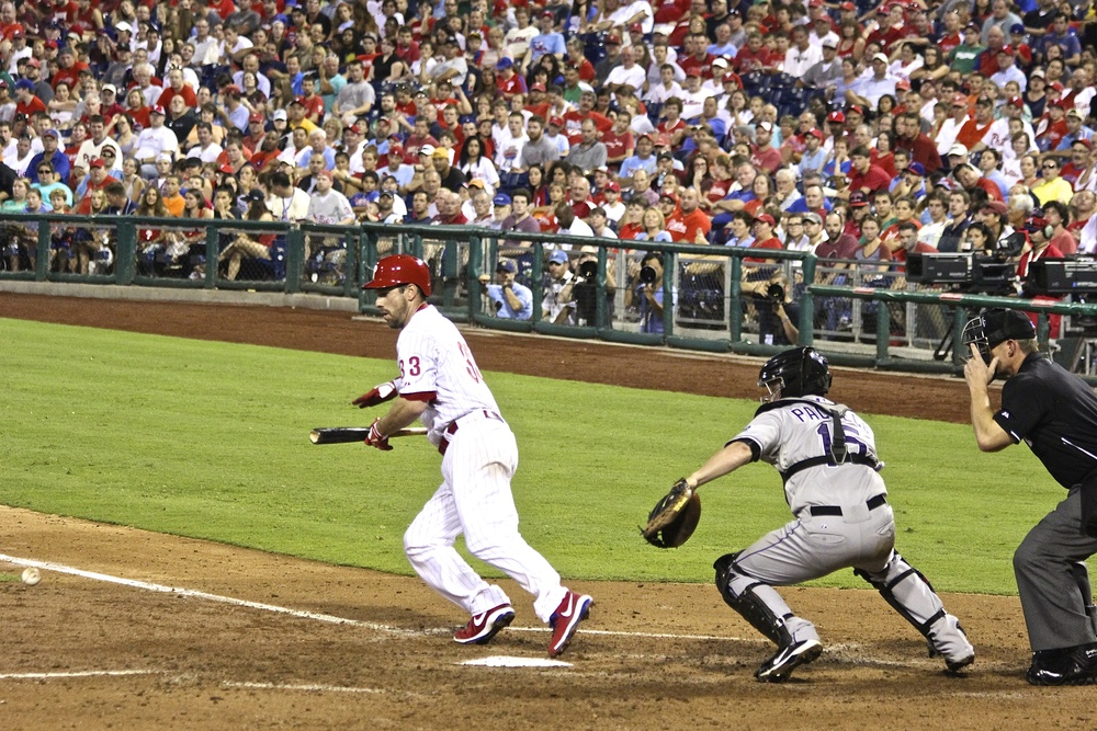 Cliff Lee lays down a bunt