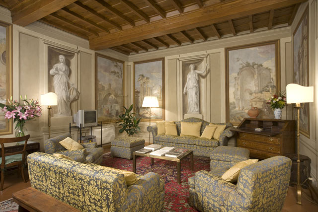 A rental apartment in the Palazzo Antellesi, Florence