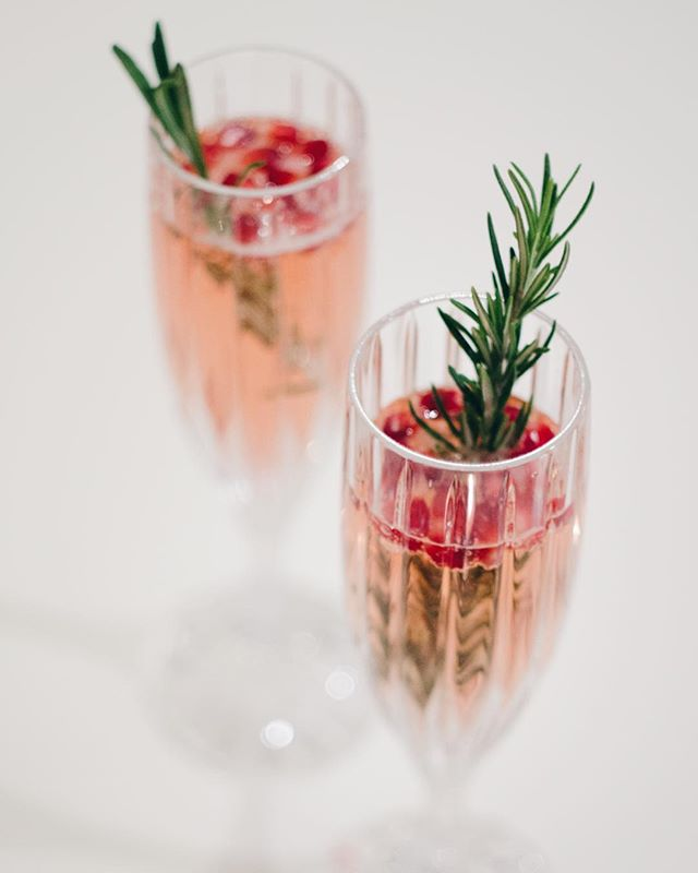 | pomegranate champagne = fancy NYE | search 'champagne' on shescharming.com for more. happy new year, all! #happynewyear #nye #champagne #shescharming