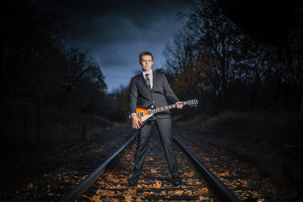 Portage_Michigan_Senior_Photographer:Guitar_Guy