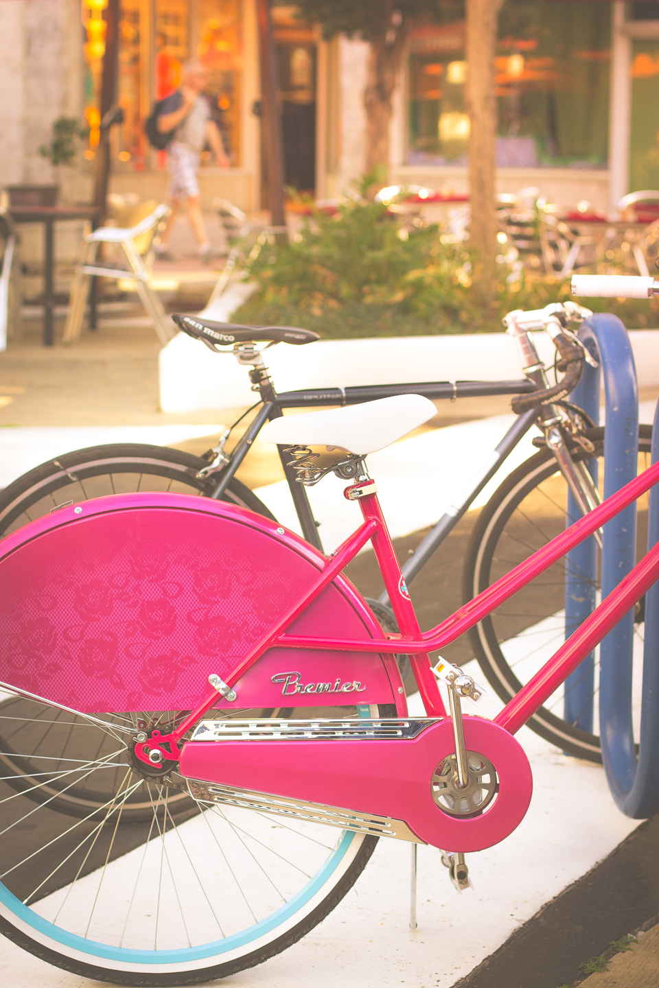 I fell in love with this bright pink bike I spotted walking in Lincoln Road, Miami Beach, FL.