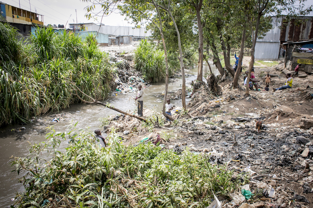 The highly polluted Nairobi river flows through the Kitui Ndogo slum.     Photo: Unni Raveendranathen