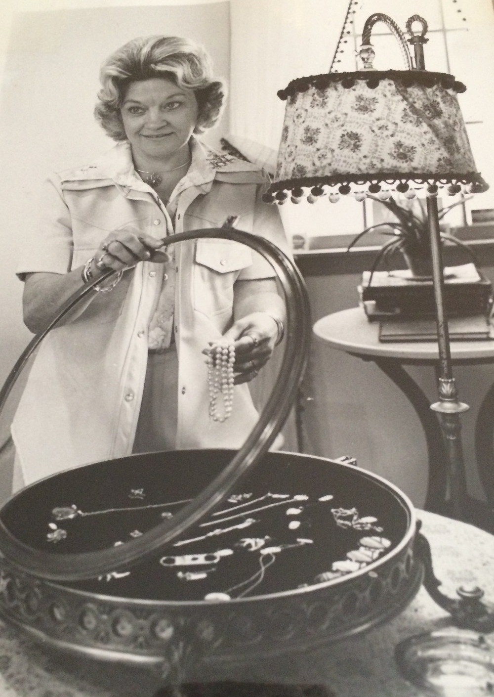 Melba Walton in the beginning of her jewelry career in Carter's Court, Franklin, TN.