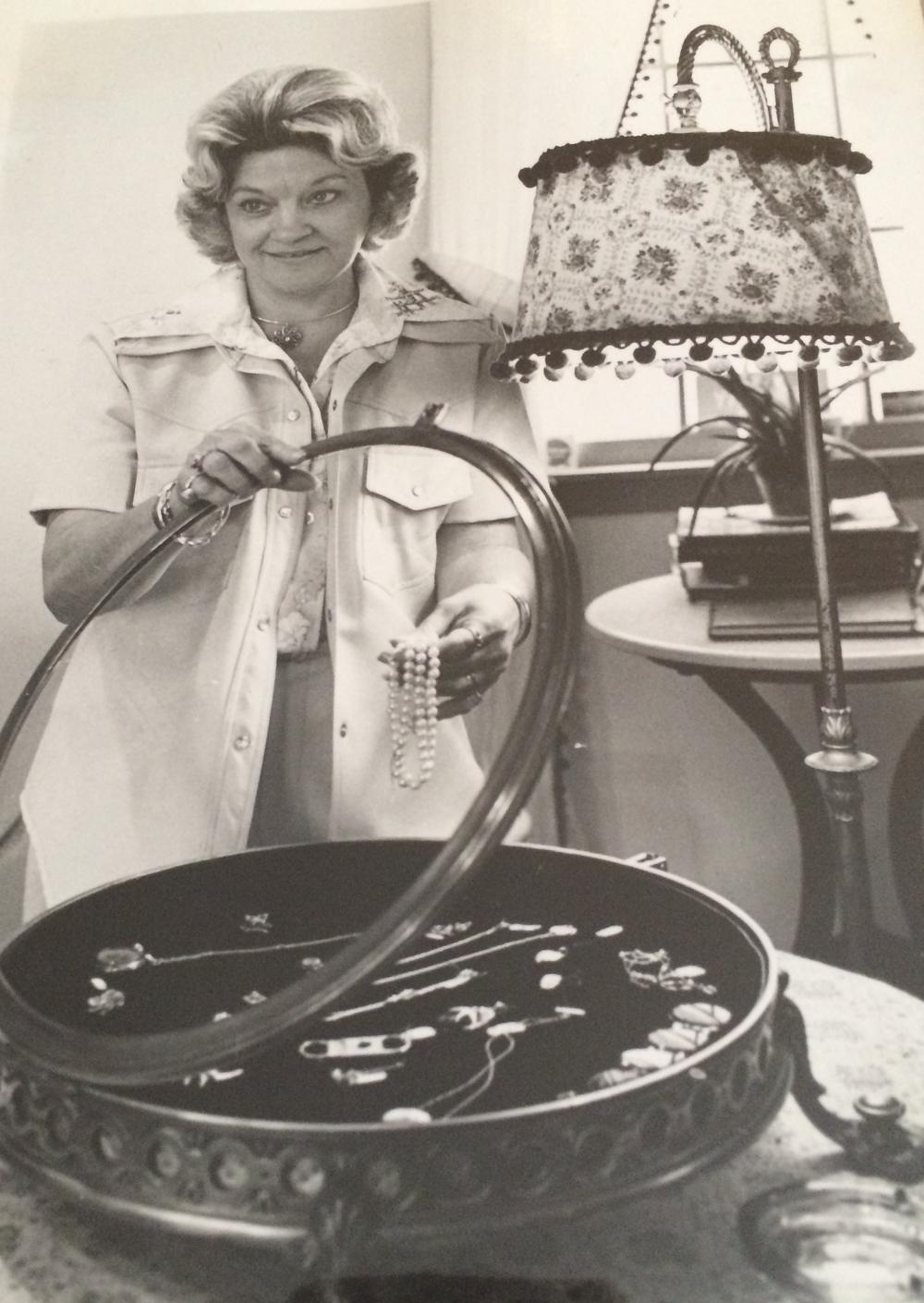 Melba Walton in the beginning of her jewelry career in Carter's Court, Franklin, TN.