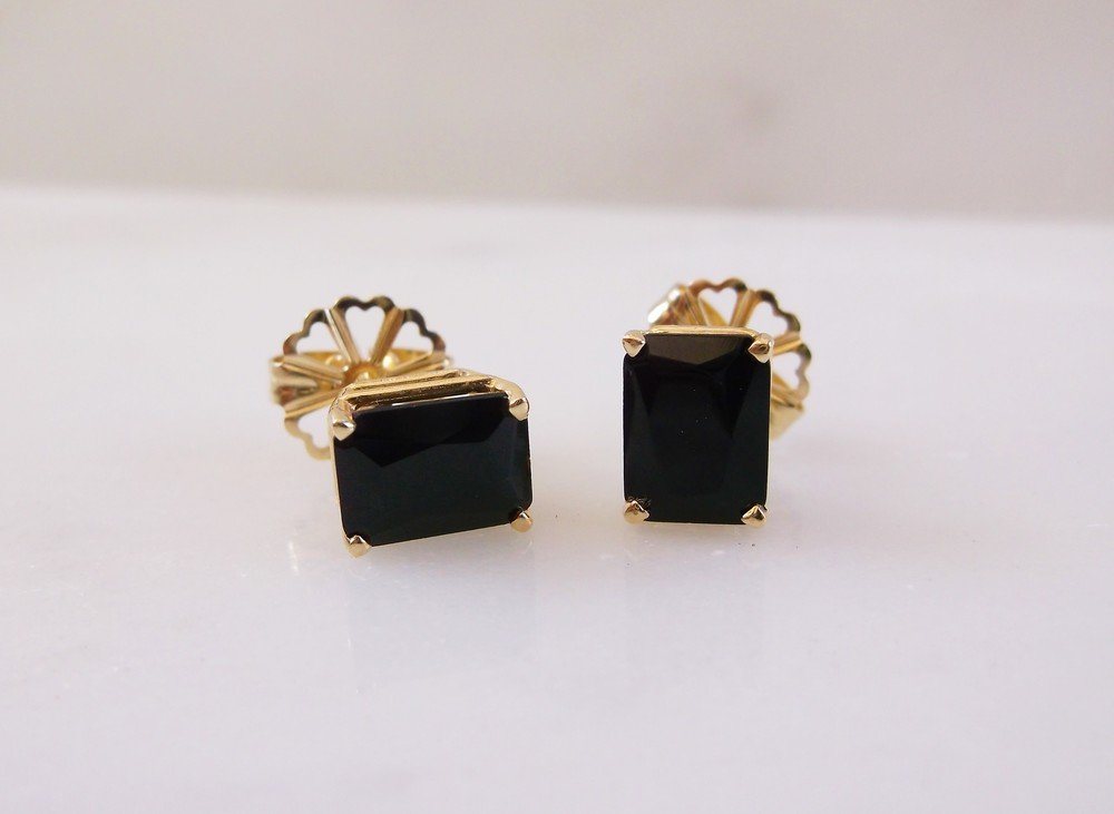 SOLD - Chic faceted black onyx earrings set in yellow gold.