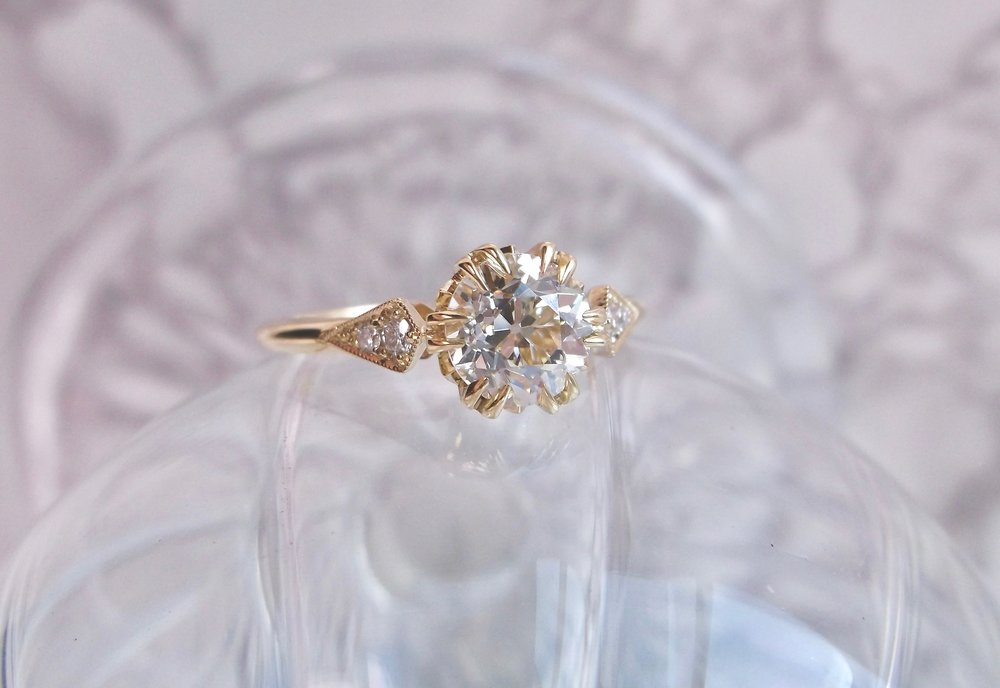 We're predicting a strong yellow gold presence in 2018! Like this fabulous 1.01 carat Old European cut diamond set in a yellow gold and diamond detail setting. Shop this beauty  HERE .