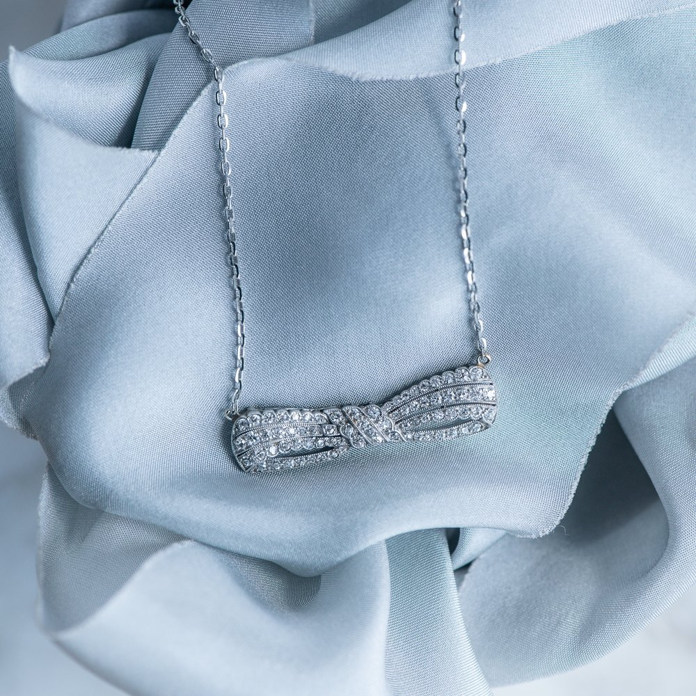 The sweetest diamond bow pendant we ever did see! 🎀 Shop this Art Deco beauty  HERE .