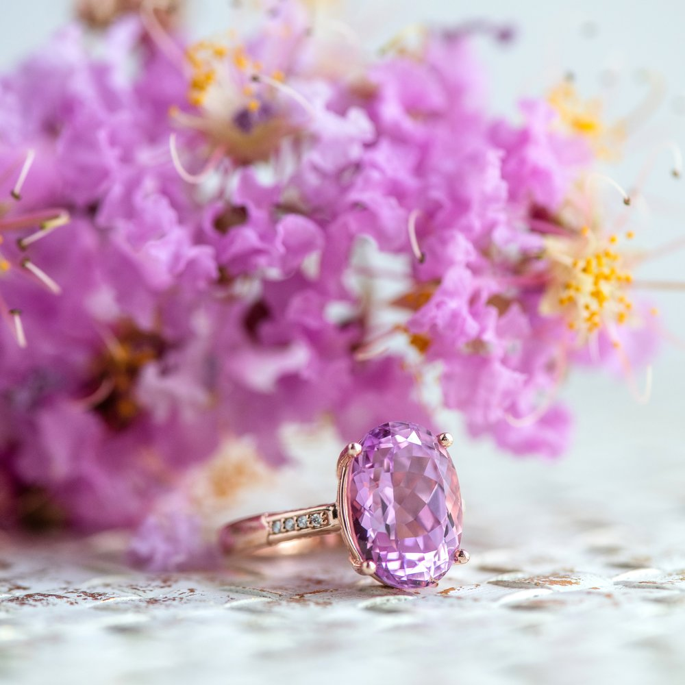 Pro tip: When you find flowers to match your ring-you snap a picture! 🌸💍📸