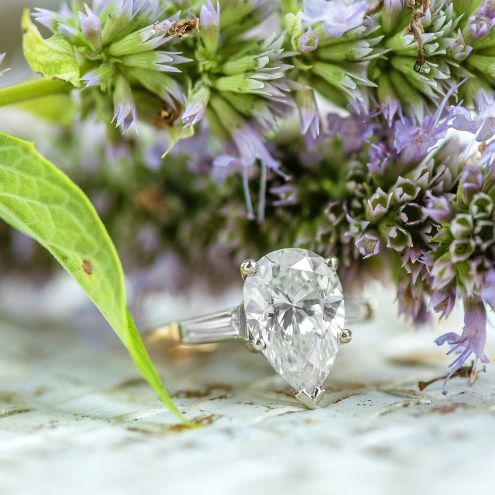 🍐 A 3 carat Pear a day keeps the doctor away...or something like that 😉  Shop this delicious ring  HERE !