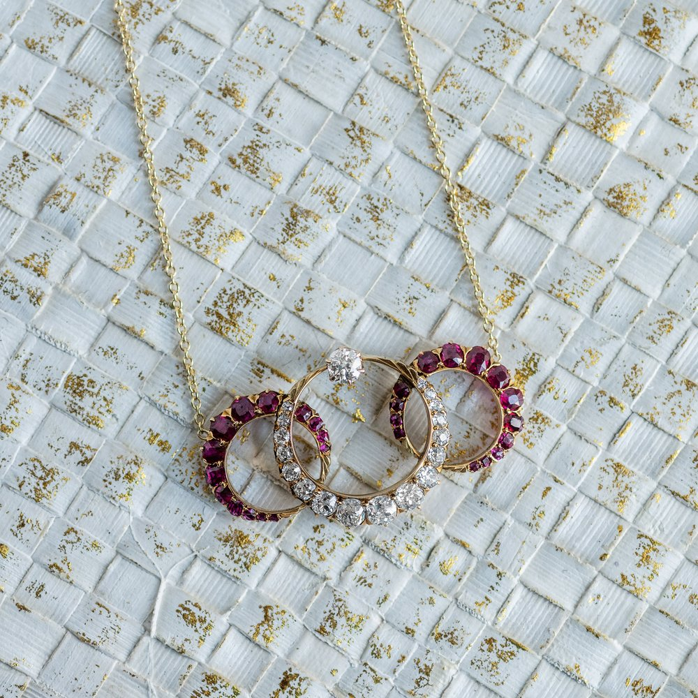 Oh the places this regal Victorian Era necklace has been! We close our eyes and can almost see it on a young woman gliding into the debutante ball 💃Shop this necklace  HERE !