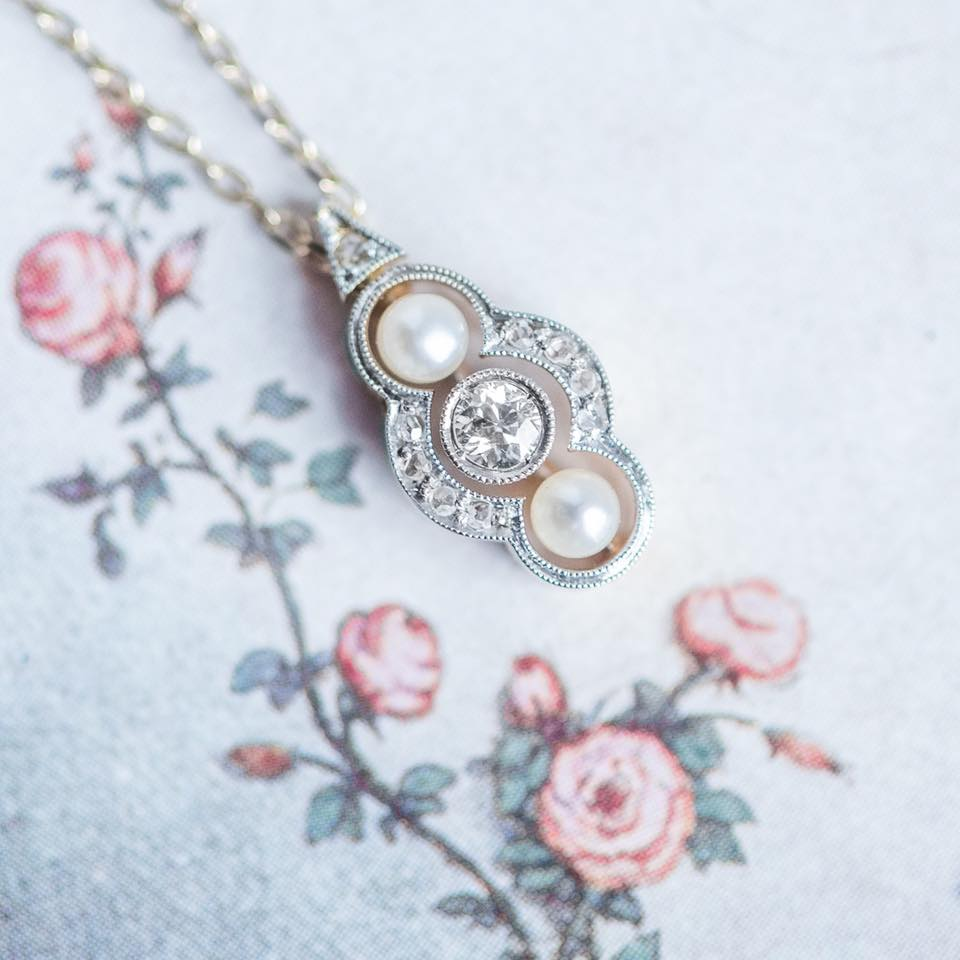 Sugar and spice and everything nice! That's what this pendant is made of 👛🌸🍭  Shop this ultra-feminine ultra-dainty Edwardian pendant for under $800  HERE ! 😍