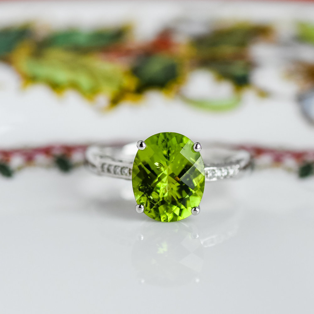 Whoa baby! Now that's a pop of color! 💚 Shop this incredible Peridot ring  HERE !