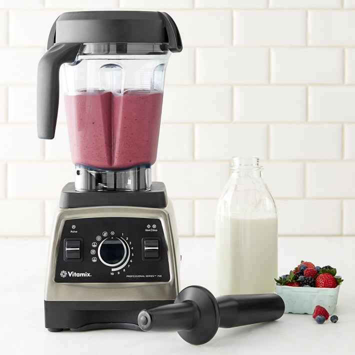 essential kitchen electrics  / the best blender