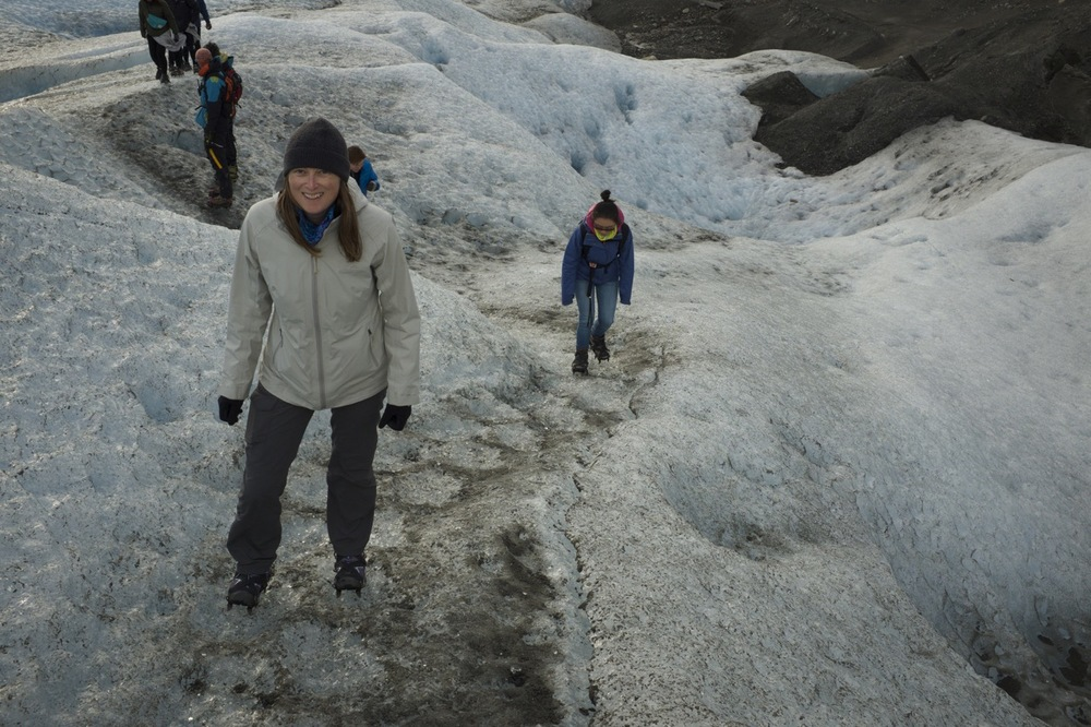 walking_on_perito_moreno_glacier.jpg