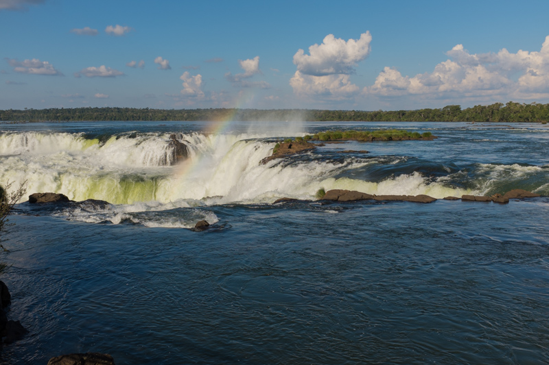 devil's_throat_iguazu_falls.jpg