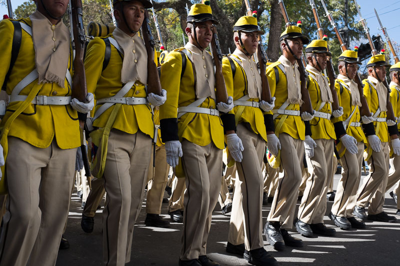soldiers_old_uniform_sucre_bolivia.jpg