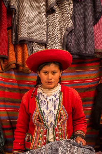 weaver_tradional_dress_chinchero_sacred_valley_peru_2.jpg