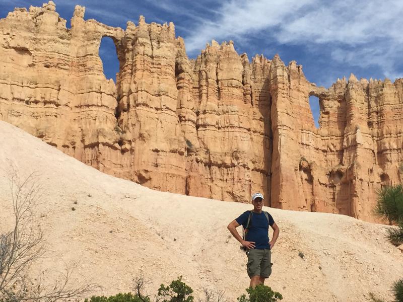 hiking_queen's_garden_trail_bryce_national_park_utah.jpg