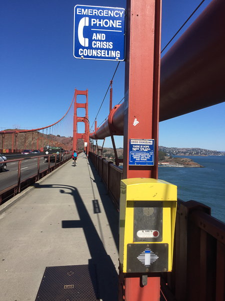 emercency_phone_golden_gate_bridge_san_francisco.jpg