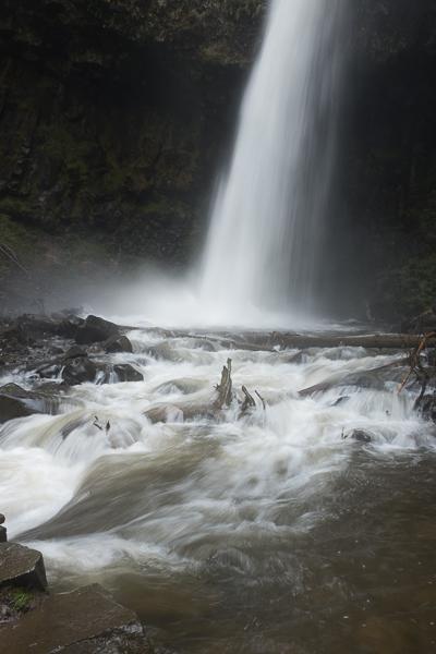 columbia_river_gorge_waterfall.jpg