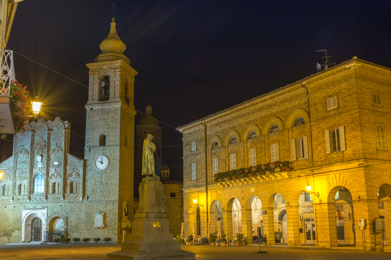 san_ginesio_square_night_shot.jpg