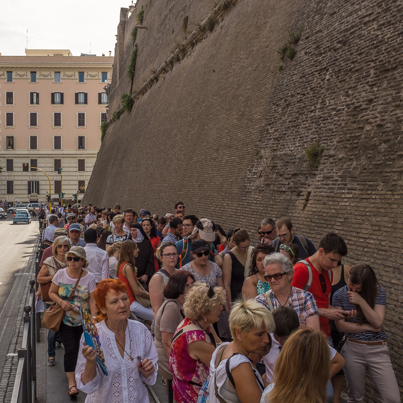 queue_for_vatican_museum.jpg