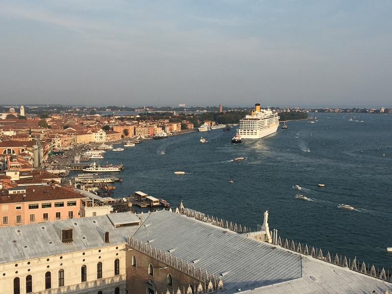 cruise_ship_venice.jpg