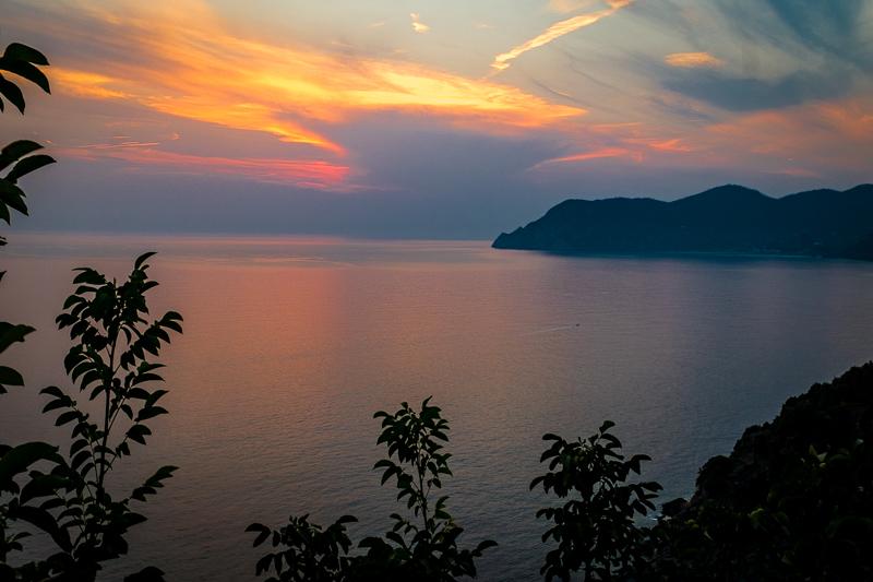 cinque_terre_sunset.jpg